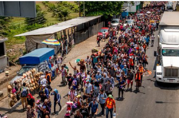 over-a-thousand-hondurans-marching-to-our-southern-border-620×408